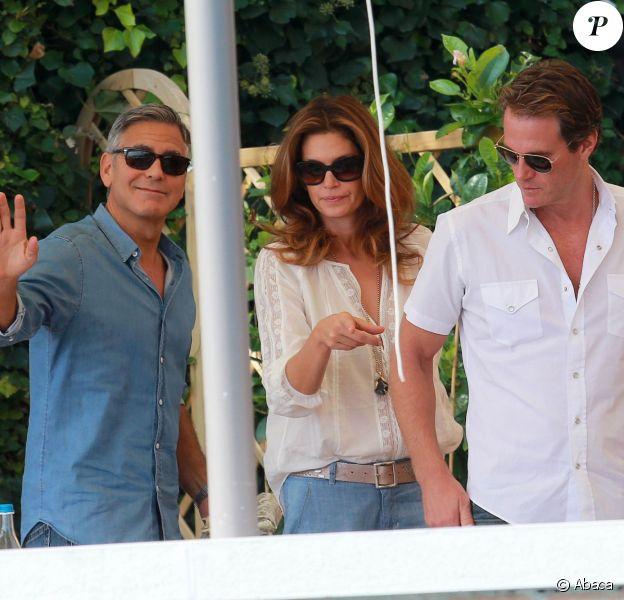 George Clooney a pris le petit-déjeuner, à Venise le 27 septembre 2014,  avec ses amis Rande Gerber et Cindy Crawford, au lendemain de son enterrement de vie de garçon lors du week-end de son mariage avec Amal Alamuddin.