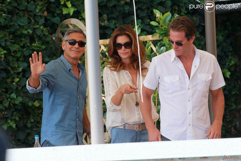 George Clooney a pris le petit-déjeuner , à Venise le 27 septembre 2014,   avec ses amis Rande Gerber et Cindy Crawford, au lendemain de son enterrement de vie de garçon lors du week-end de son mariage avec Amal Alamuddin.