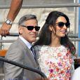 George Clooney et sa femme Amal Alamuddin (en robe Giambattista Valli Couture) apparaissent pour la première fois après leur mariage, le 28 septembre 2014, quittant l'Aman Grande Canal Venice après leur nuit de noces pour rallier le Cipriani pour un brunch avec leurs proches.