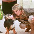 Brigitte Bardot et un chien (photo d'archive non datée)