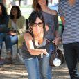 """Fabienne Carat lors du 2e tournoi de pétanque au profit de l'association """"MeghanOra"""" sur l'Esplanade des Invalides à Paris, le 28 septembre 2014"""
