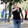 """Bruno Gaccio lors du 2e tournoi de pétanque au profit de l'association """"MeghanOra"""" sur l'Esplanade des Invalides à Paris, le 28 septembre 2014"""