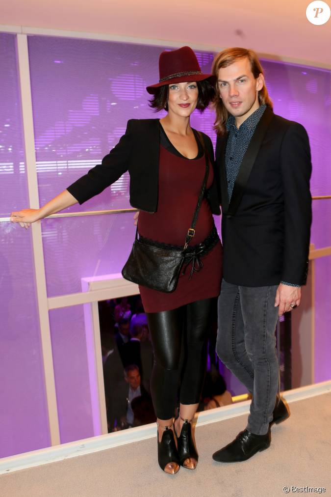 sheryfa luna enceinte et christophe guillarm assistent la soir e d 39 inauguration des. Black Bedroom Furniture Sets. Home Design Ideas