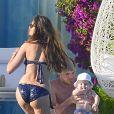 Iker Casillas, sa sublime Sara Carbonero et leur petit Martin profitent de leurs vacances dans la région de l'Algarve au Portugal, le 5 juillet 2014