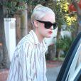 Tallulah Willis, les cheveux courts et blonds platine, est allée déjeuner à West Hollywood, le 4 octobre 2014.