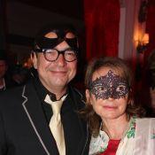 Karl Zéro et son épouse, masqués pour la chaude soirée libertine de Marc Dorcel