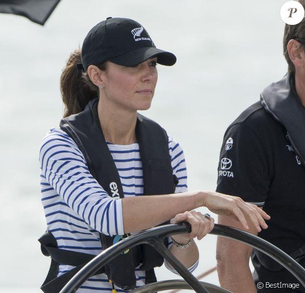 Kate Middleton, navigatrice chevronnée, a démontré ses talents de skipper le 11 avril 2014 à Auckland, en Nouvelle-Zélande, lors d'une course l'opposant à son mari le prince William. Elle soutient l'équipe britannique menée par Ben Ainslie pour la 35e Coupe de l'America.