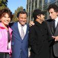 """Monique Lang, le peintre marocain Mehdi Qotbi, Jamel Debbouze et Jack Lang - Inauguration de l'exposition """"Le Maroc contemporain"""" à l'Institut du monde arabe à Paris, le 14 octobre 2014."""