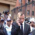Oscar Pistorius à la sortie de la North Gauteng High Court de Pretoria le 13 octobre 2014, lors des auditions précédant le verdict de son procès pour la mort de Reeva Steenkamp