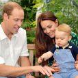 Le duc et la duchesse de Cambridge avec le prince George au Museum d'histoire naturelle de Londres à quelques jours de son premier anniversaire, en juillet 2014