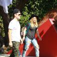 Hilary Duff et Mike Comrie emmènent leur fils Luca à une fête d'Halloween à Los Angeles, le 18 octobre 2014.