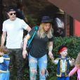 Hilary Duff et son mari Mike Comrie emmènent leur adorable fils Luca à une fête d'Halloween à Los Angeles, le 18 octobre 2014.
