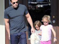 Ben Affleck, papa-poule musclé en séance shopping avec ses adorables filles