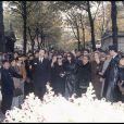 Madeleine Morgenstern, Laura Truffaut, Catherine Deneuve parmi la foule venue à l'enterrement de François Truffaut le 28 octobre 1984 au cimetière de Montmartre à Paris