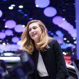 Julie Gayet teste l'Eolab Concept Car by Renault au Mondial de l'Automobile à Paris, le 2 octobre 2014.