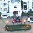 Vues aériennes de l'arrivée de George Clooney et sa femme Amal Alamuddin à l'hôtel Danesfield pour leur fête de mariage à Marlow. Le 25 octobre 2014