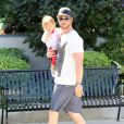 Chris Hemsworth avec fille India à Malibu, le 10 avril 2014