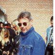 Jan-Michael Vincent, en 1994. Le héros des années 1980 dans la peau de Stringfellow Hawke dans la série Supercopter est aujourd'hui un homme brisé : amputé de la jambe droite, ruiné et visiblement amnésique...