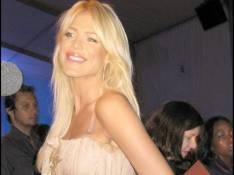 PHOTOS : Victoria Silvstedt se veut... classieuse !