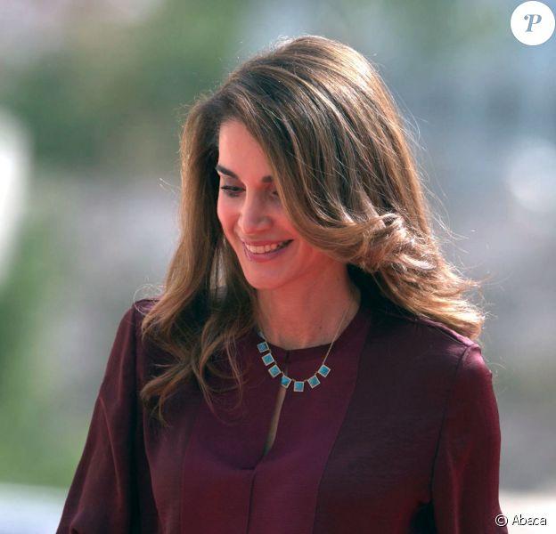 La reine Rania de Jordanie au Parlement à Amman le 2 novembre 2014 pour la cérémonie d'inauguration de la seconde session du 17e Parlement par son mari le roi Abdullah II de Jordanie.