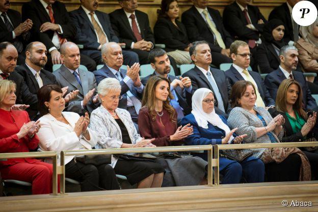 Rania de Jordanie et la famille royale, avec dans ses rangs Zeina Lubbadeh, lors du Discours du Trône du roi Abdullah II le 2 novembre 2014 pour l'inauguration de la session du Parlement.