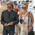 Johnny Hallyday et sa femme Laeticia accompagnés de la grand-mère de la jeune femme, Elyette Boudou, se promènent sur la jetée après un repas dans un restaurant local à Malibu, le 21 juin 2014.
