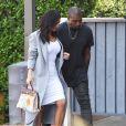 Kim Kardashian, Kanye West et Kris Jenner se rendent à leur bureau à Woodland Hills. Kim porte fièrement le sac Hermès peint à la main par sa fille North pour son anniversaire! Le 10 novembre 2014