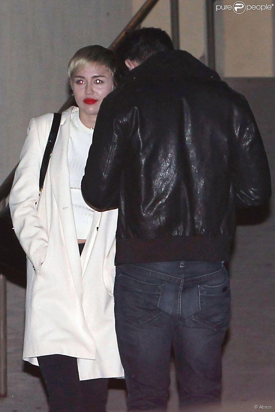 Miley Cyrus et Patrick Schwarzenegger à la sortie du Egyptian Theatre de Los Angeles, le 12 novembre 2014.
