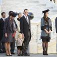 Le petit Sacha Casiraghi, tenant la main de sa grand-mère la princesse Caroline de Hanovre et de son père Andrea Casiraghi, assistait à  la cérémonie de la prise d'armes dans la cour du palais princier à Monaco le 19 novembre 2014, jour de la Fête nationale.