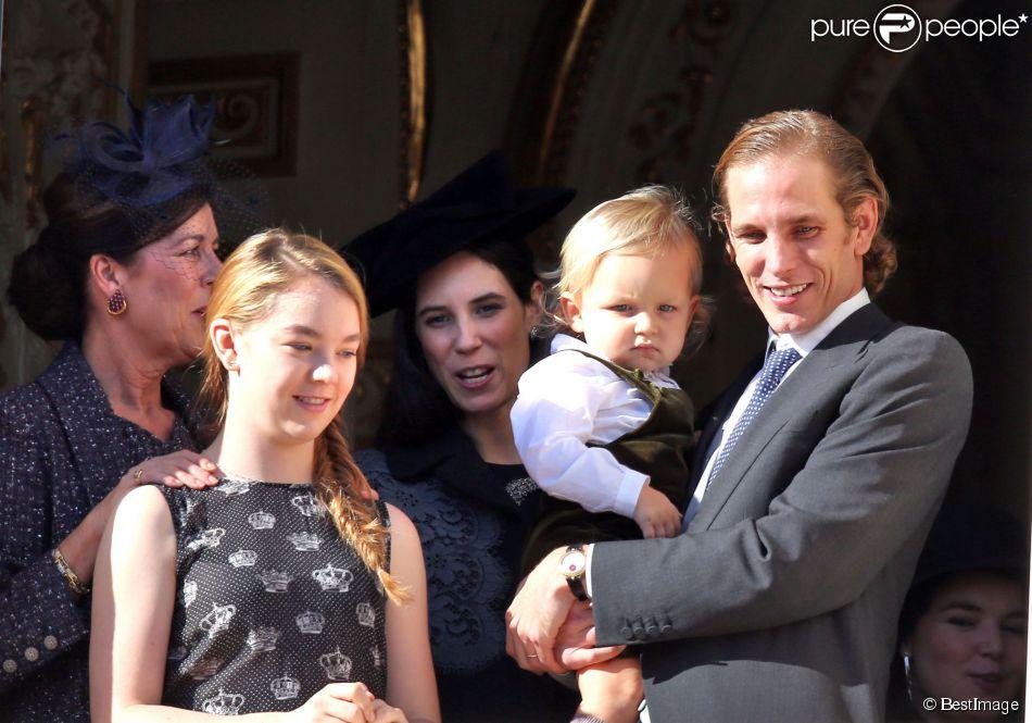 Sacha Casiraghi (1 an et demi), entouré notamment de sa mamie la princesse Caroline, sa tante la princesse Alexandra et sa maman Tatiana Santo Domingo, est apparu dans les bras de son papa Andrea Casiraghi, au balcon du palais princier à Monaco le 19 novembre 2014 pour la Fête nationale.