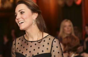 Kate Middleton joue la transparence: la duchesse expose son baby bump à domicile