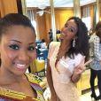 Flora Coquerel à l'élection de Miss Monde 2014 à Londres. Elle prend la pose avec Miss Côte d'Ivoire. Novembre 2014.