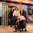 Tamara Ecclestone et son mari Jay Rutland accompagnés de leur fille Sophia dans les rues de Central Park à New York le 19 novembre 2014