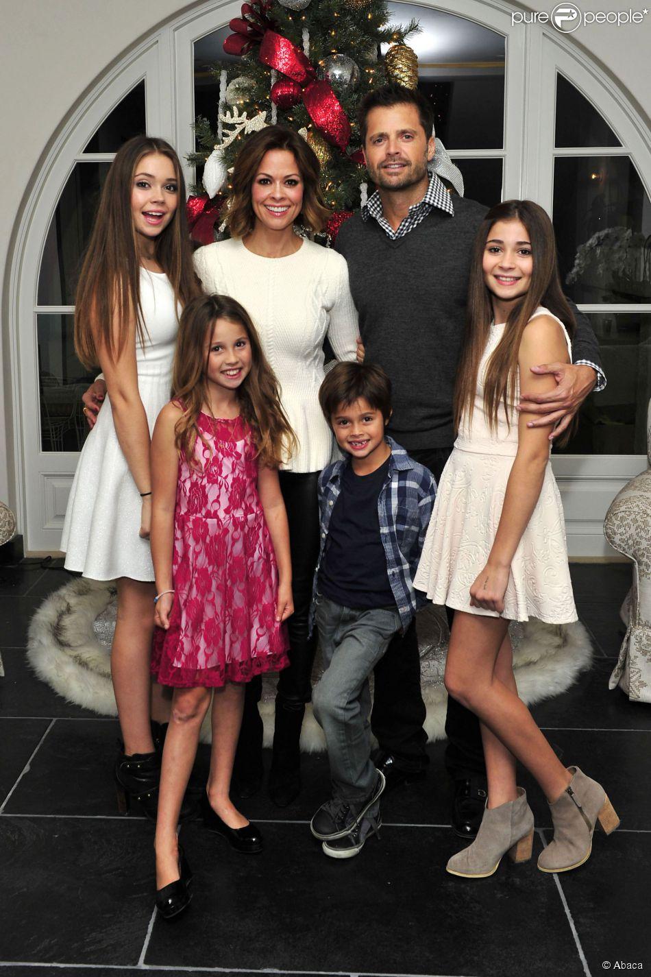 Brooke Burke-Charvet, David Charvet et leurs enfants Rain, Neriah, Sierra et Shaya préparent les fêtes dans leur maison à Malibu. Los Angeles, le 1er décembre 2014.