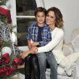 Brooke Burke-Charvet et son fils Shaya préparent les fêtes dans leur maison à Malibu. Los Angeles, le 1er décembre 2014.