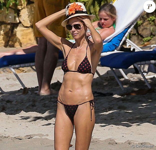 Exclusif - Heidi Klum, en vacances à la Jamaïque, profite d'un après-midi ensoleillé sur une plage. Le 23 novembre 2014.