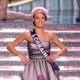 Miss Lorraine, en tenue folklorique de sa région, lors de la cérémonie de Miss France 2015 sur TF1, le samedi 6 décembre 2014.