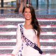 Miss Orléanais, en tenue folklorique de sa région, lors de la cérémonie de Miss France 2015 sur TF1, le samedi 6 décembre 2014.