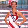 Miss Pays de Loire, en tenue folklorique de sa région, lors de la cérémonie de Miss France 2015 sur TF1, le samedi 6 décembre 2014.