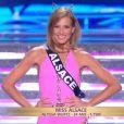 Miss Alsace défile en maillot de bain, lors de la cérémonie de Miss France 2015 sur TF1, le samedi 6 décembre 2014.