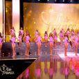 Les 12 Miss qualifiées pour la phase 2 de l'élection, lors de la cérémonie de Miss France 2015 sur TF1, le samedi 6 décembre 2014.