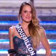 Miss Roussillon défile en robe de princesse lors de la cérémonie de Miss France 2015 sur TF1, le samedi 6 décembre 2014.