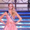 Miss Ile-de-France défile en robe de princesse lors de la cérémonie de Miss France 2015 sur TF1, le samedi 6 décembre 2014.