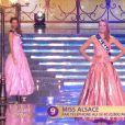 Miss Alsace défile en robe de princesse lors de la cérémonie de Miss France 2015 sur TF1, le samedi 6 décembre 2014.