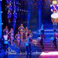 Les 12 Miss qualifiées défilent en robe de princesse lors de la cérémonie de Miss France 2015 sur TF1, le samedi 6 décembre 2014.