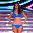 Miss Aquitaine défile en robe de princesse lors de la cérémonie de Miss France 2015 sur TF1, le samedi 6 décembre 2014.