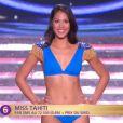 Miss Tahiti défile en robe de princesse lors de la cérémonie de Miss France 2015 sur TF1, le samedi 6 décembre 2014.