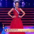 Miss Alsace défile lors de la cérémonie de Miss France 2015 sur TF1, le samedi 6 décembre 2014.