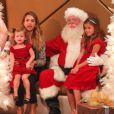 Jessica Alba et ses filles Honor et Haven rencontrent le Père Noël au Beverly Center. Beverly Hills, le 6 décembre 2014.