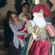 Jessica Alba, son mari Cash Warren et leur fille Haven achètent un sapin de Noël au Beverly Center. Beverly Hills, le 6 décembre 2014.